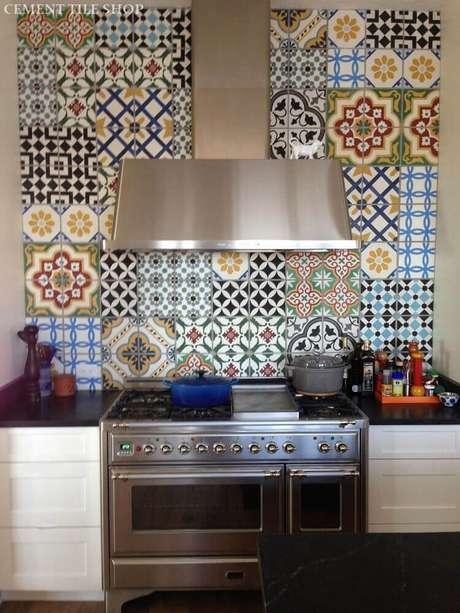 26. Os azulejos decorativos são uma opção de decoração muito bonita para a sua cozinha
