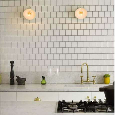 27. O azulejo para cozinha simples transforma o ambiente em um espaço charmoso e delicado.