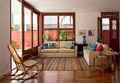 15. Cadeira de balanço de madeira para sala de estar. Fonte: Artezanal