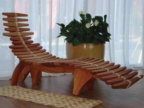 3. Cadeira de Madeira com Designer Moderno. Fonte: Lucienne Barreto