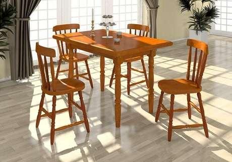 19. Cadeira de madeira maciça para sala de jantar. Fonte: Lojas Colombo
