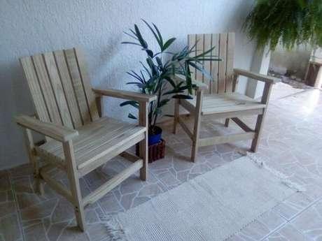 44. Cadeira de madeira maciça Pinus tratado. Fonte: Pinterest