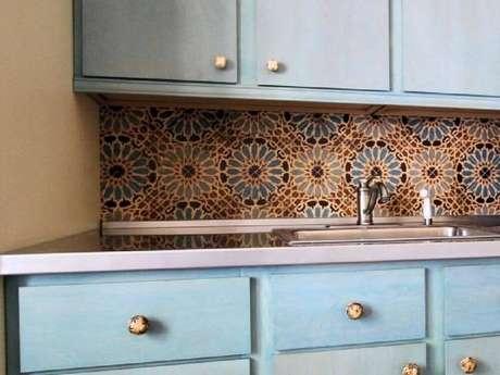 34. Azulejo para cozinha complementa a decoração do ambiente.