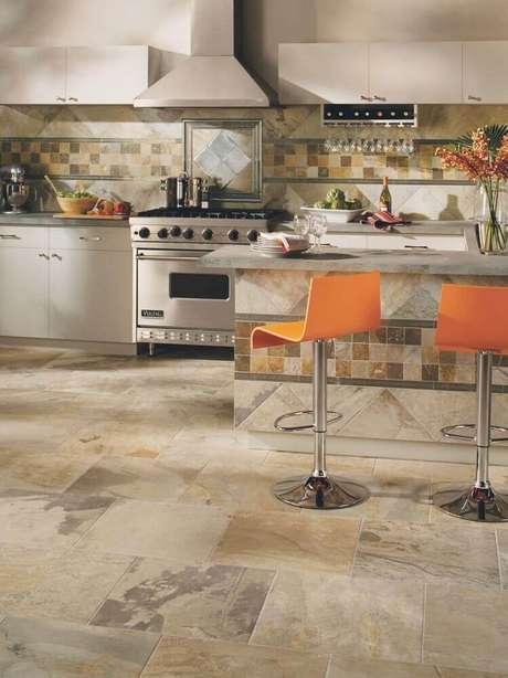 20. Modelo de cozinha bonita e moderna decorada com azulejo para cozinha.