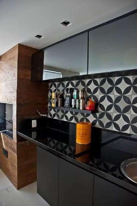 52. Decoração com azulejo para cozinha preta gourmet – Foto: Archzine