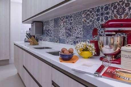 33. Decoração de cozinha com azulejo português