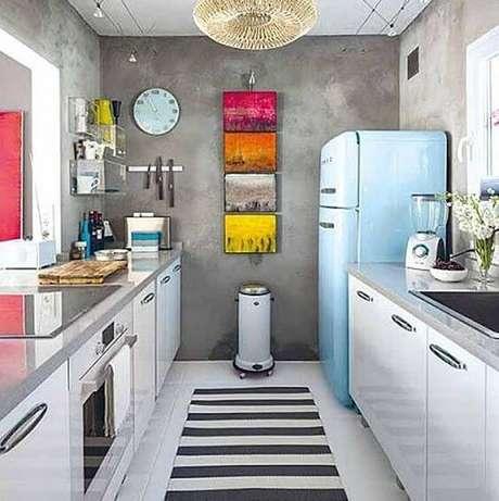 42. Geladeira retrô azul claro com parede cimento queimado – Por: Pinterest