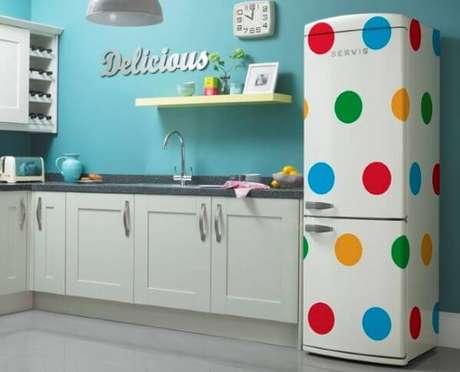 44. Adesivo geladeira retrô – Por: Pinterest