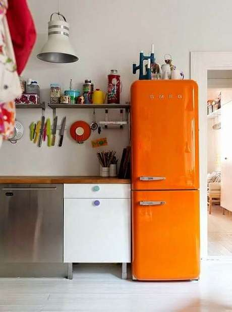 46. Geladeira retrô laranja – Por: Amando Cozinhar