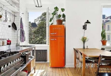 45. Geladeira retrô laranja – Por: Pinterest