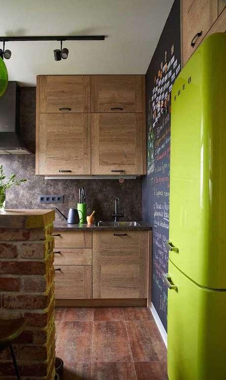 15. A geladeira retrô verde fica linda na decoração moderna – Por: Decor Facil