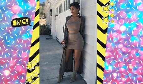 O nude é marca registrada das Kardashian Jenner. Essa cor é uma ótima opção para qualquer combinação de looks.
