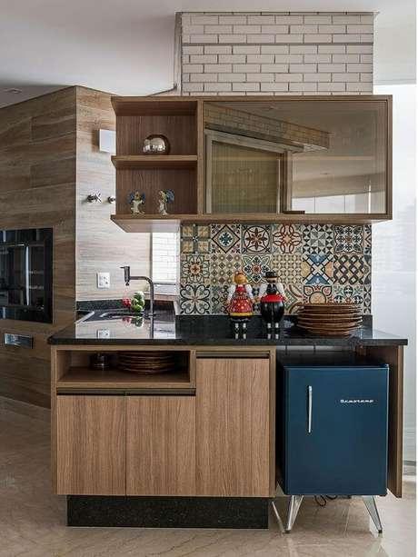 19. Mini geladeira retrô azul para a área da churrasqueira – Por: Pinterest