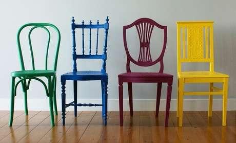 2. Modelos de cadeiras de madeira vintage colorida. Fonte: Madeira de Demolição
