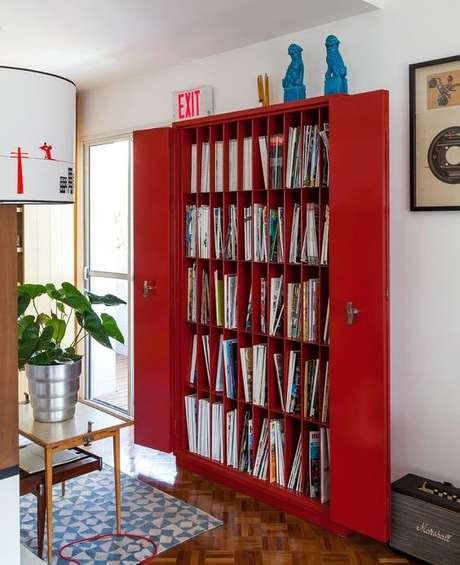 10. O revisteiro pode ser um armário. Foto: Histórias de Casa