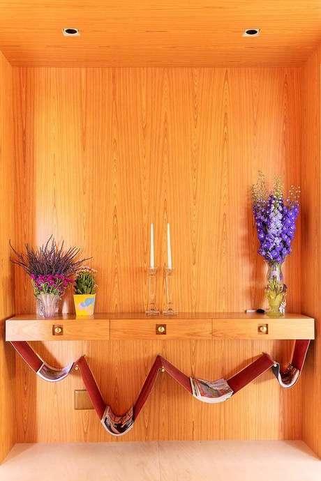 46. Mesas com revisteiro são muito comuns. Foto: Casa de Valentina