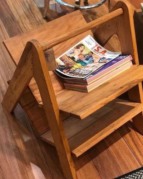44. O revisteiro de madeira pura também é muito bonito. Foto: Instagram