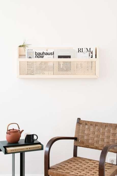 23. O revisteiro desta sala de estar é simples e muito delicado. Foto: Crafti Fair