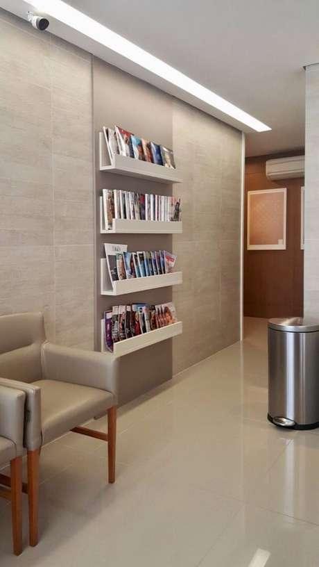 19. Estabelecimentos comerciais usam muito o revisteiro de parede. Foto: Ungaretti + Costacurta Arquitetura