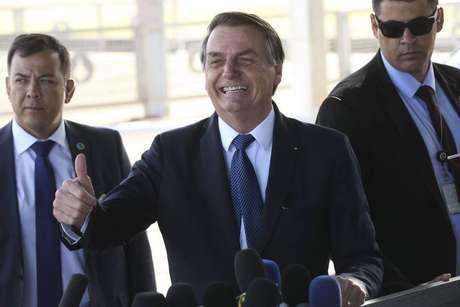 O presidente Jair Bolsonaro na porta do Palácio da Alvorada nesta sexta-feira.