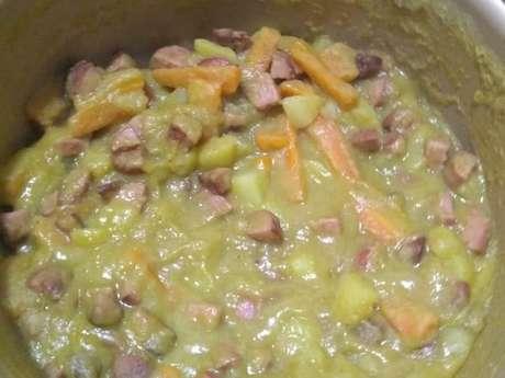 Sopa de ervilha simples com legumes