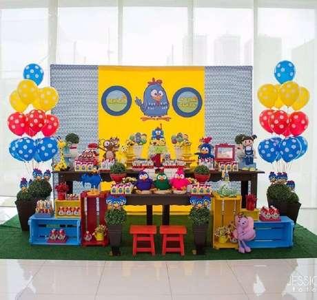 16. Balões vão fazer toda a diferença na decoração de festa da Galinha Pintadinha simples e barata – Foto: Ana Agostini Decorações