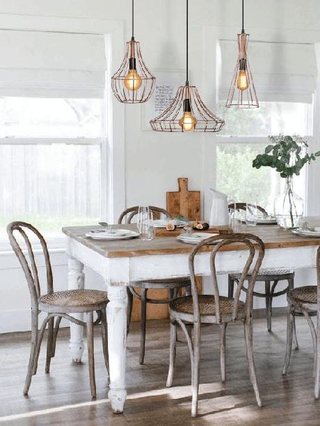 13. Mesa de jantar com conjunto de pendente aramado triplo em rose gold – Por: Pinterest