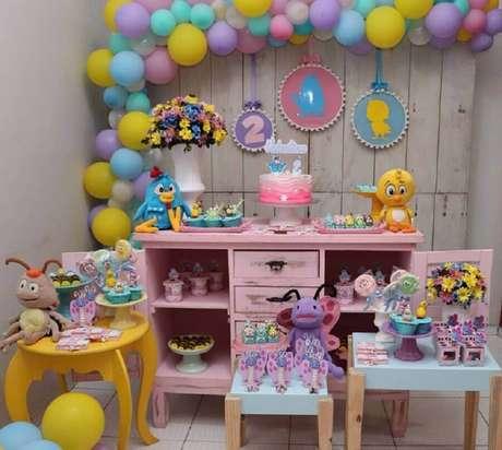 29. Decoração simples para festa da Galinha Pintadinha rosa – Foto: Festa da Lu