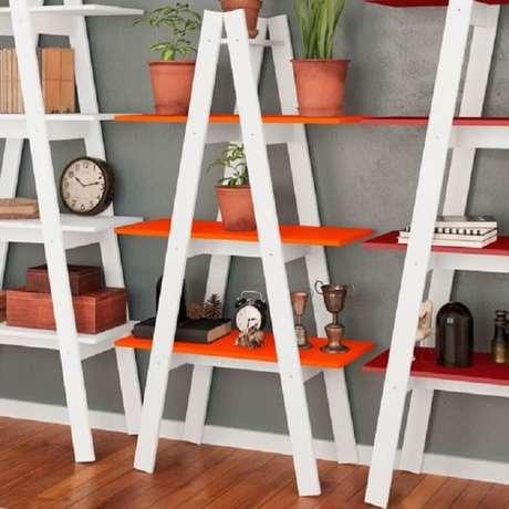 57. Estante escada com várias prateleiras. Fonte: Pinterest