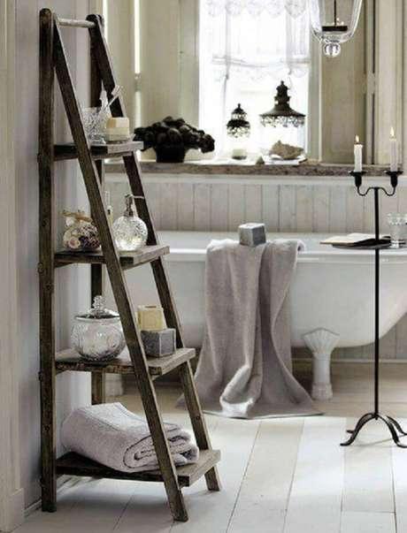 22. Estantede madeira com 4 níveis para banheiro. Fonte: Pinterest