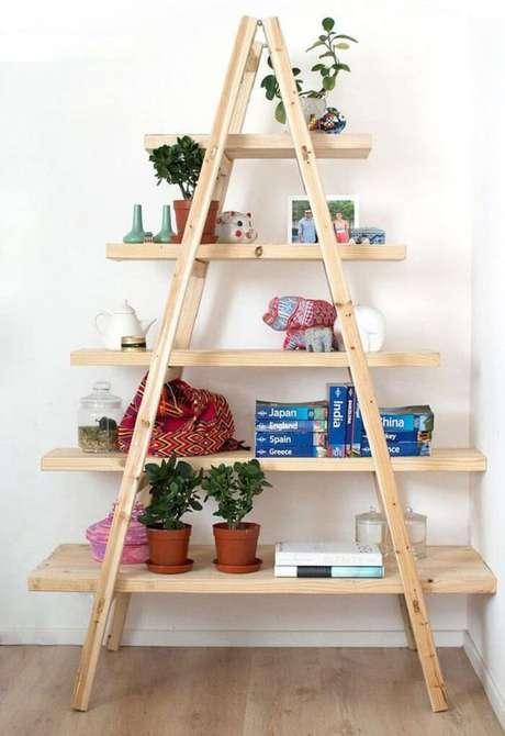 23. Estantede madeira com cinco repartições. Fonte: Pinterest