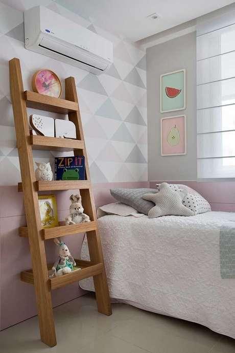 26. Estantede madeira para quarto infantil com cinco repartições. Fonte: Pinterest