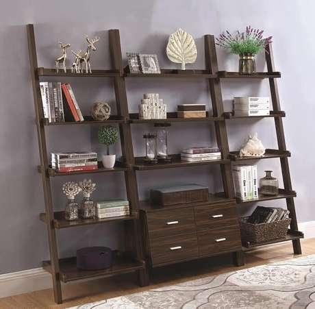 27. Estante de madeira para sala de estar. Fonte: Pinterest