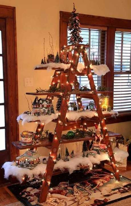 11. Estante escada utilizada como árvore de Natal. Fonte: Pinterest
