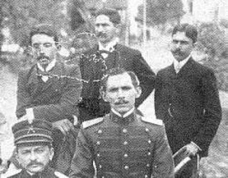 Euclides (à esquerda) e integrantes da missão