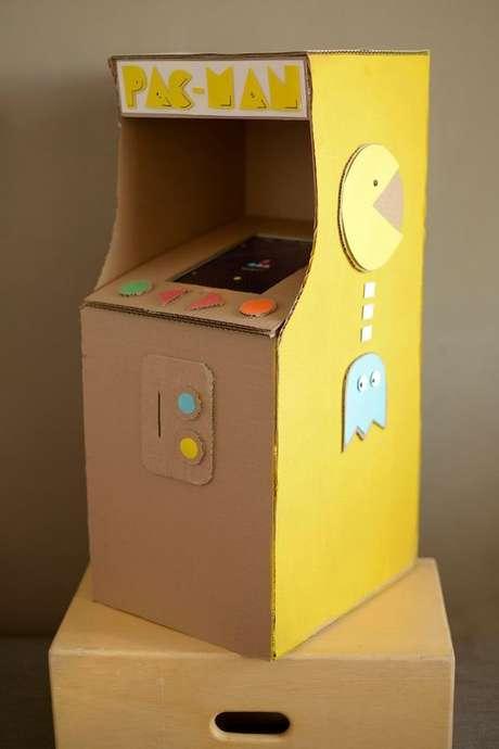 10. Você pode fazer um cardboard temático para a festa anos 80. Foto: Handmade Charlotte