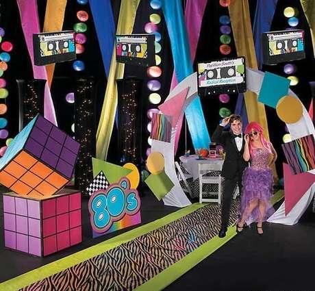 15. A festa anos 80 é necessariamente muito chamativa. Foto: Oriental Trading