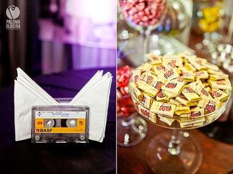 44. A fita pode servir de recipiente em uma festa anos 80. Foto: Paloma Oliveira