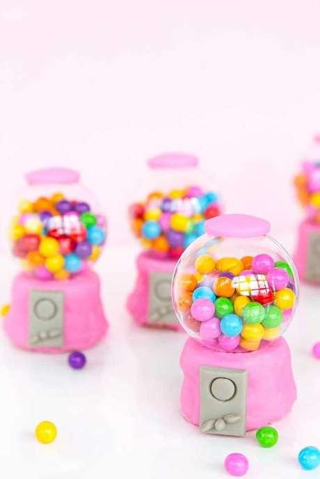 12. Os doces ganham muito se decorados com o tema da festa anos 80. Foto: Decor Fácil