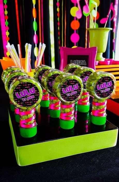 18. A embalagem dos doces da festa anos 80 pode ser decorado. Foto: Blog Papo Glamour
