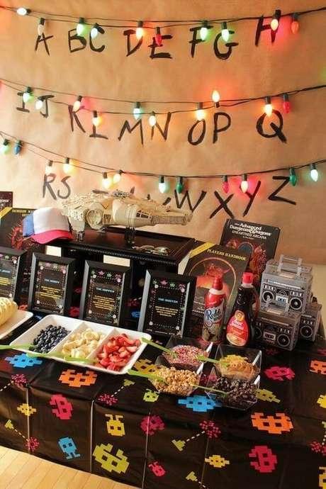 19.Muitos elementos que lembrem o período podem ser inseridos em uma festa anos 80. Foto: Kara's Party Ideas
