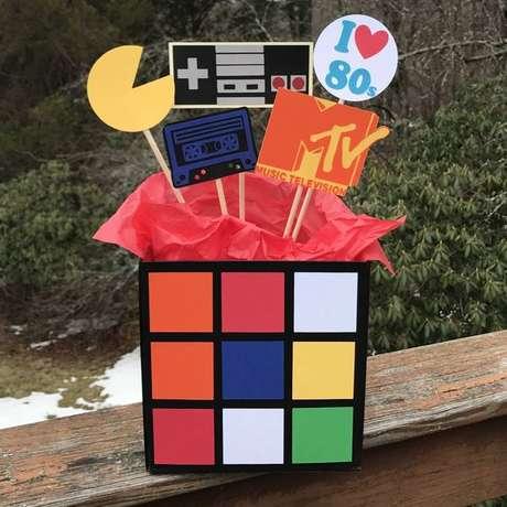 32. Este kit festa é criativo e tem tudo o que uma festa anos 80 precisa ter. Foto: Etsy