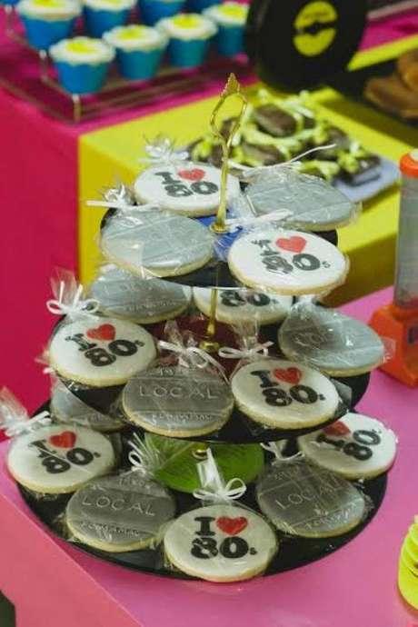 25. Os doces da festa anos 80 podem ser simples cookies. Foto: Casare