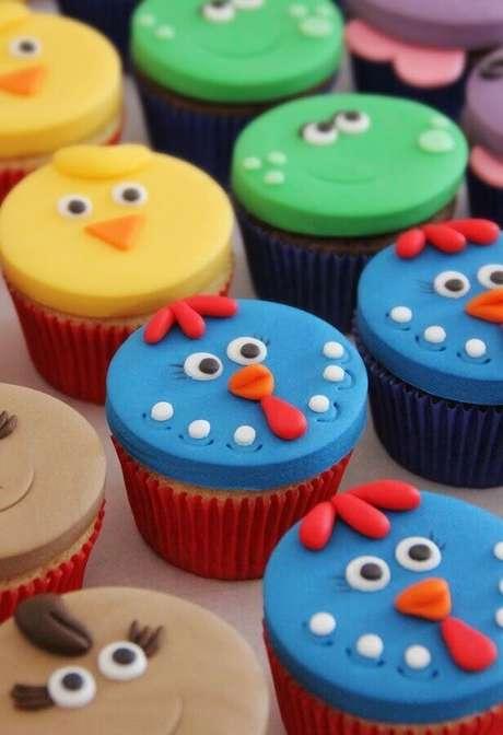 43. Festa da galinha pintadinha com doces decorados com rostinho dos personagens – Foto: Pinterest