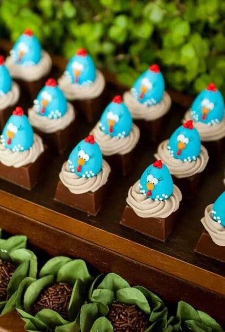 44. Lindos docinhos decorados para mesa de festa infantil da Galinha Pintadinha – Foto: Pinterest
