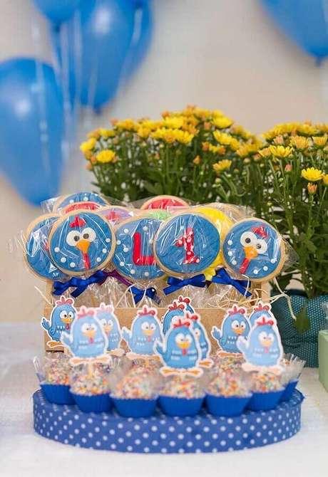 62. Docinhos de lembrancinhas para festa de aniversário da Galinha Pintadinha – Foto: Pinosy