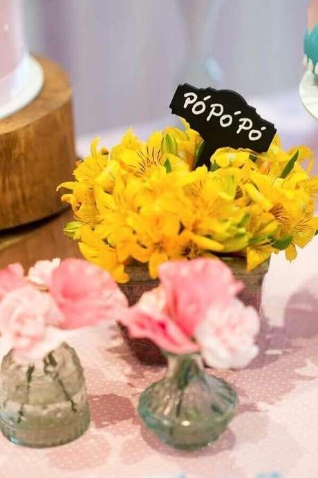 63. Detalhes para decoração de mesa da festa da Galinha Pintadinha – Foto: Pinosy