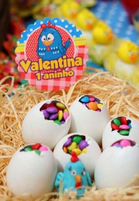 5. Cascas de ovos podem ajudar na decoração de festa da Galinha Pintadinha simples e barata – Foto: Pinterest