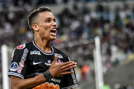 Pedrinho marcou o gol da classificação do Corinthians.