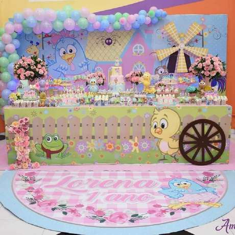 9. Invista em tons pastéis para compor a decoração da festa da Galinha Pintadinha rosa – Foto: Naty e Cia